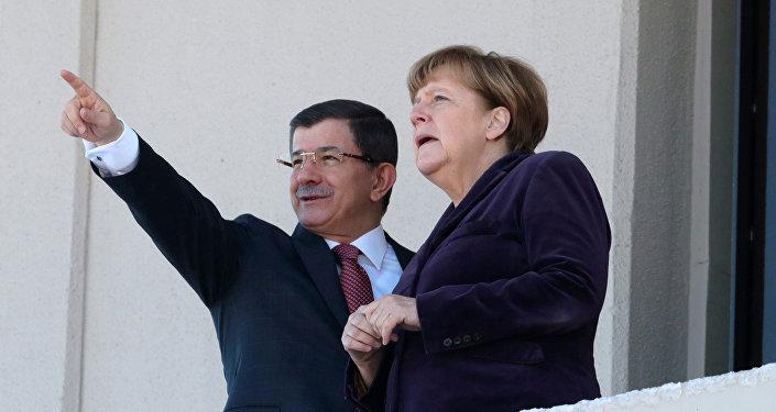 Angela Merkel und Ahmet Davutoglu