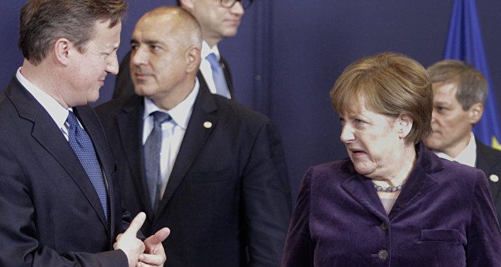 Der britische Premier David Cameron und Bundeskanzlerin Angela Merkel in Brüssel